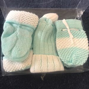 NWT knit mittens, booties and hat